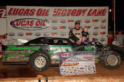 Jimmy Owens with his son in Victory Lane @ Tazewell Speedway