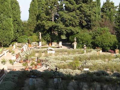 Abbaye St. Andre Jardin - Mibs Mara