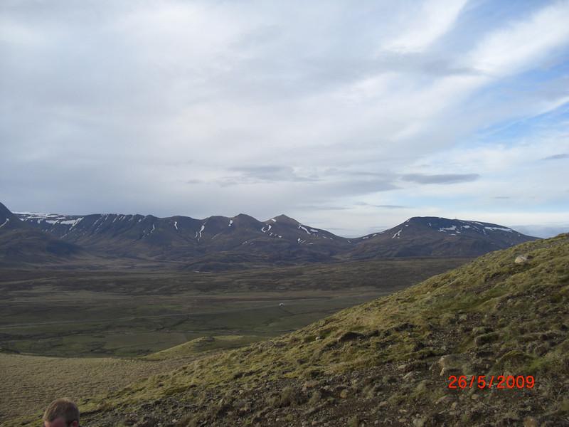 Á leiðinni upp á Grímannsfell  26. maí 2009<br /> Móskarðshnjúkar fyrir miðju.