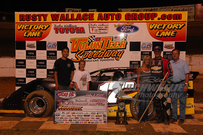 Dale McDowell and crew in Victory Lane @ Volunteer Speedway