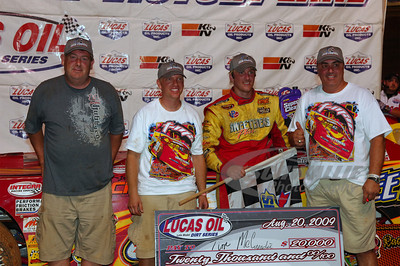 Tim McCreadie and crew in Victory Lane @ Volunteer Speedway