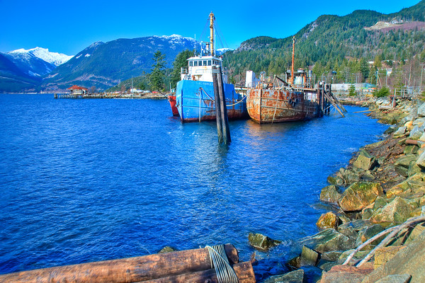 We stopped at this cute mining town on the drive to Vancouver, and then there were these awesome rusty boats moored to the dock. I hopped a fence to get a better picture of these with an awesome backdrop!