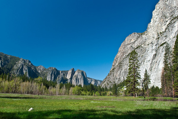 Yosemite Valley, as seen from the walk across the bike-bridge, towards the beginning of the 4-Mile Trail