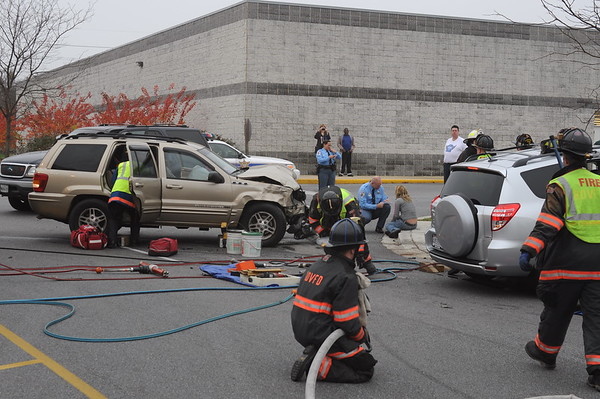 11/19/2009 Two Car Accident at MacAuther Blvd