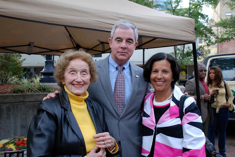 Dr. Frances Bartlett Kinne (left), WJCT President and CEO Michael Boylan, Mary Beth Wharen