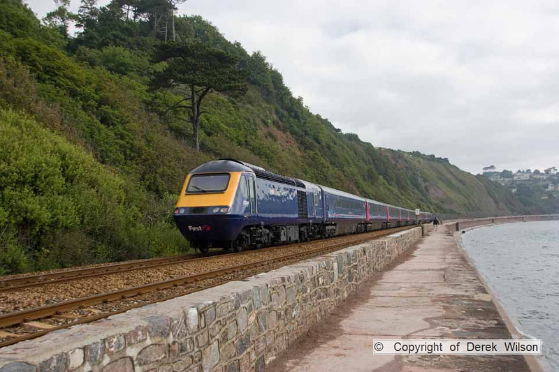 090627-011     FGW class 43s, 43194 & 43122 power the 06.48 London Paddington - Penzance. Seen heading away from the camera, passing along the sea wall at Teignmouyh.