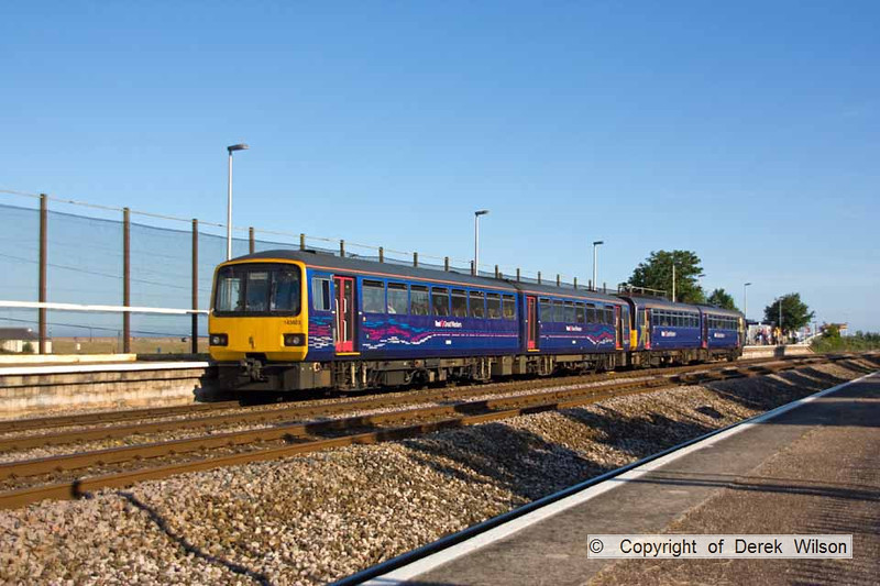 090627-024     FGW pacer units, 143603 & 142001 are seen at Dawlish Warren with the 17.55 Exmouth - Paignton.