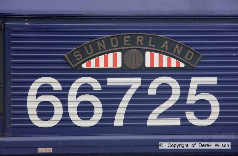 090826-012     Nameplate of GBRf class 66 no 66725 Sunderland.