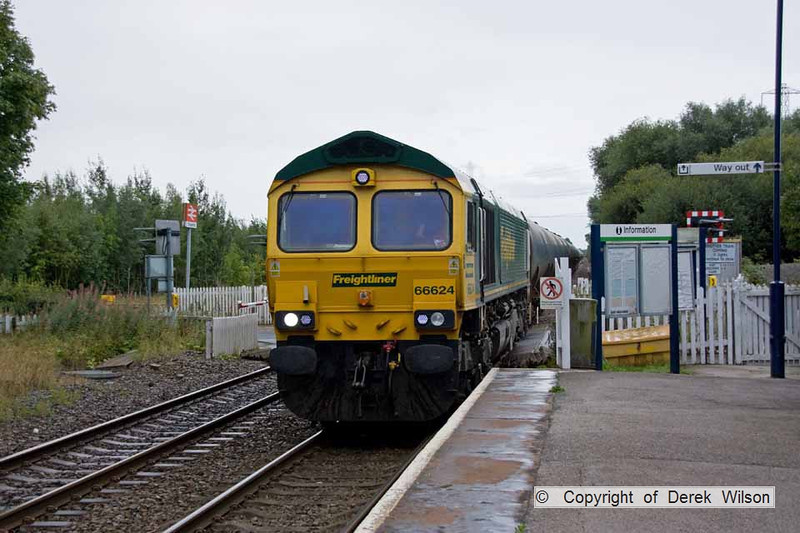 090821-001     Freightliner class 66/6 no 66624 passes through Thurgaton with train, 6E54 Kingsbury-Humber, empty ( fuel-oil ) bogie tanks.