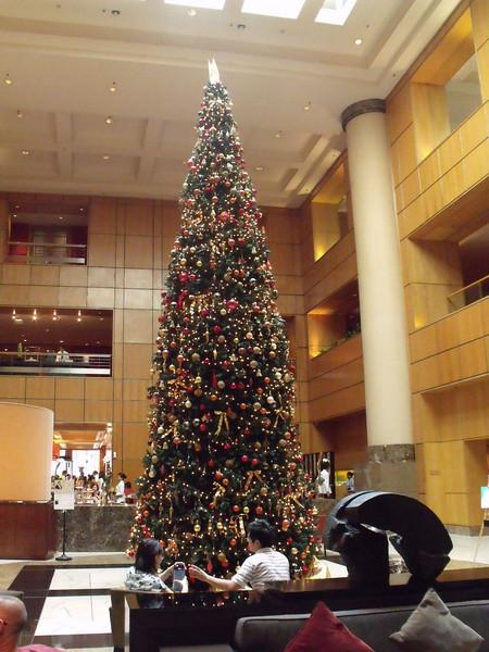 Singapore Marriott lobby Christmas tree