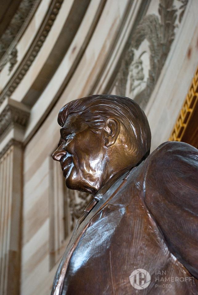 Ronald Regan Statue