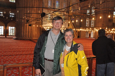 2010-10-28  080  Jay and Veronica, at the Blue Mosque