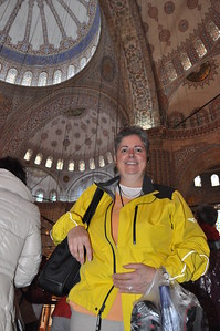 2010-10-28  056  Veronica in the Blue Mosque