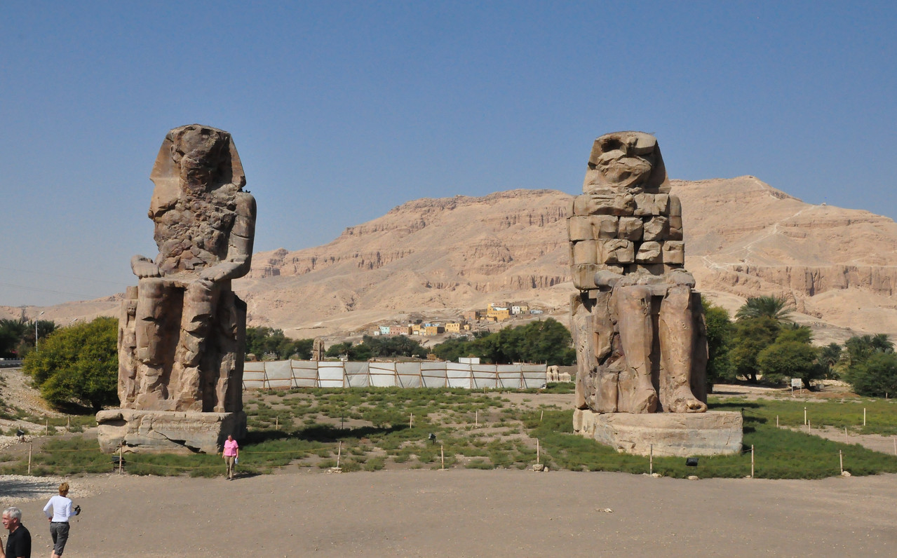 2010-11-12  149  Colossi of Memnon - Veronica in Front of the One on the Left