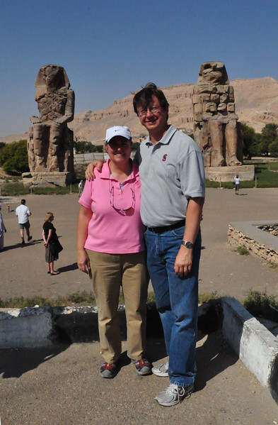 2010-11-12  155  Colossi of Memnon - Veronica and Jay with the Colossi in the Distant Background
