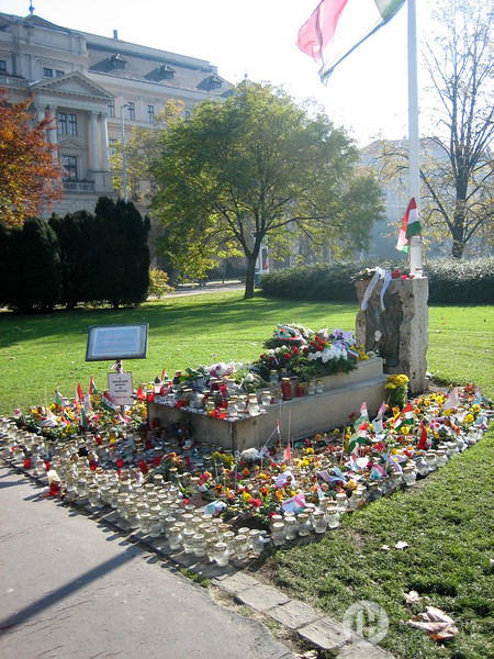 Memorial in Lajos Kossuth Square