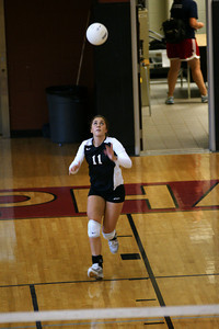 082610 AHS Varsity VB vs Johns Creek 029