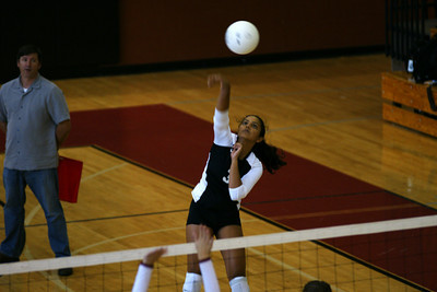 082610 AHS Varsity VB vs Johns Creek 022