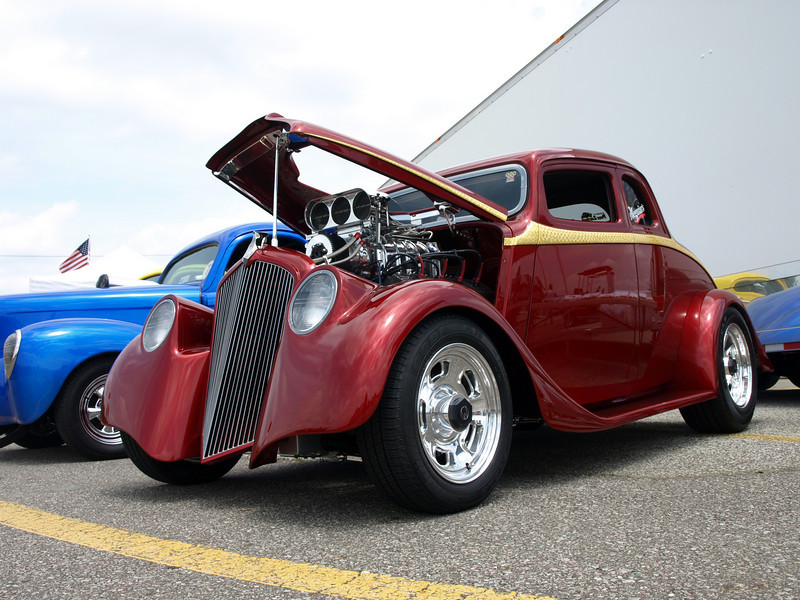 Al and Don Nosse's award winning '33 Willys... way nice.