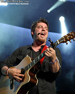 American Idol Season 9 winner Lee Dewyze performs during the American Idol Live show at the Comcast Center on July 18, 2010 in Mansfield, MA.