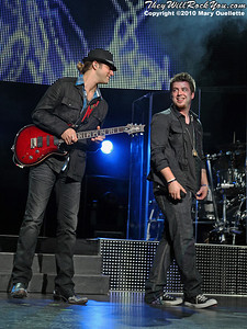 Casey James and Lee DeWyze perform during the American Idol Live show at the Comcast Center on July 18, 2010 in Mansfield, MA.