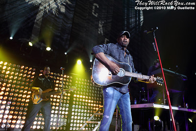 Darius Rucker perform at Mohegan Sun Arena on January 15, 2010 in Uncasville, CT