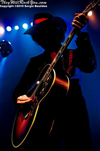 Enrique Bunbury performs live on the stage of the Ventura Majestic Theatre on Thursday night, June 3, 2010 in Ventura, Calif. (Photo by Sergio Bastidas(sini69photo.com)/ Brooks Institute, ©2010)