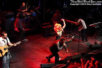 Ken Casey and Kay Hanley perform at the Hot Stove Cool Music Benefit Show in Boston at the House of Blues on January 9, 2010