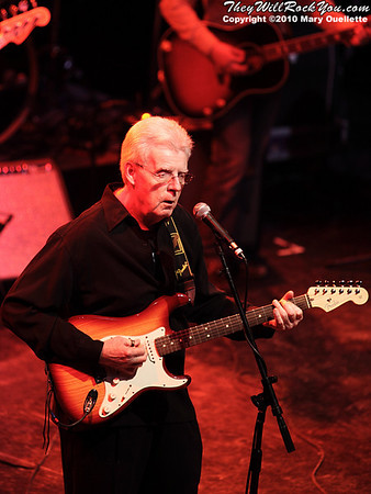 Baseball guru Peter Gammons performs at the Hot Stove Cool Music Benefit Show in Boston at the House of Blues on January 9, 2010