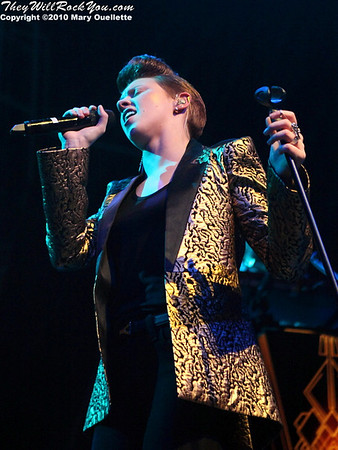 La Roux performs on November 15, 2010 at the House of Blues in Boston, Massachusetts