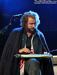 My Morning Jacket perform at the Comcast Center in Mansfield, MA on August 19, 2010.  www.theywillrockyou.com