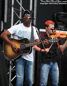 Darius Rucker performs on August 21,2010 at the 7th Annual New England Country Music Festival at Gillette Stadium in Foxboro, Massachusetts.