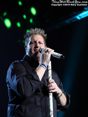 Gary LeVox of Rascal Flatts perform at Mohegan Sun Arena on January 15, 2010 in Uncasville, CT