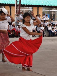 Galoplaza dancers.