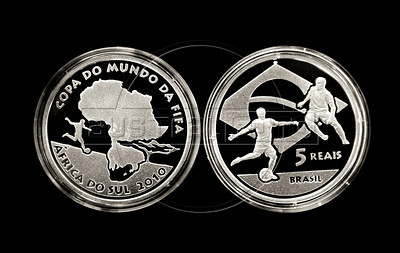 A view of the commemorative coin of five reais (close to 2,6 US dollars) from the FIFA World Cup - South Africa 2010 launched by the Brazilian Central Bank, Rio de Janeiro, Brazil, May 21, 2010. Brazil was one of the countries invited by FIFA to join the program emissions coin collection of the World Cup, along with Portugal, France, Spain, Germany, Australia and several others, besides the South Africa (Austral Foto/Renzo Gostoli)