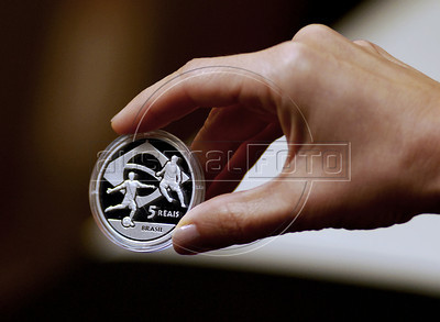 An employee of Brazilian Central Bank shows a FIFA 2010 World Cup-South Africa soccer commemorative coin of five reais (close to 2,6 US dollars), Rio de Janeiro, Brazil, May 21, 2010. Brazil was one of the countries invited by FIFA to join the program emissions coin collection of the World Cup, along with Portugal, France, Spain, Germany, Australia and several others, besides the South Africa (Austral Foto/Renzo Gostoli)
