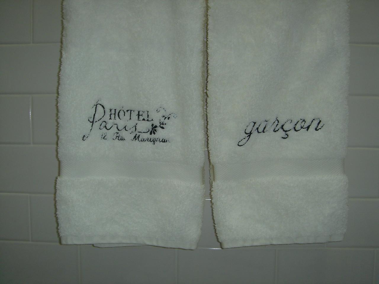"""White """"Paris"""" bath towels"""