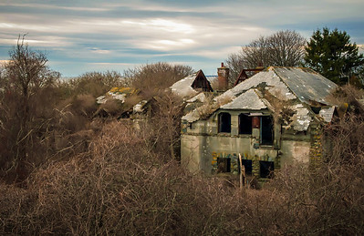 abandoned building in ruins near newport rhode island