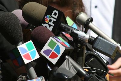 04-29-2010 SB1070 ACLU Press Conference/Linda Ronstadt