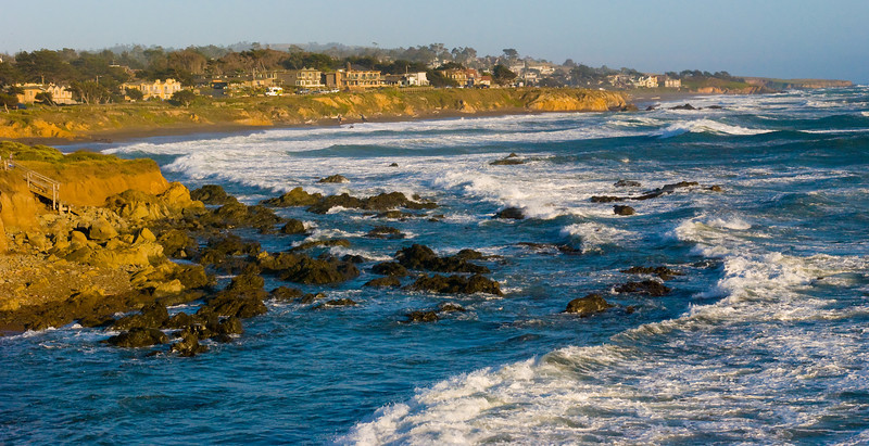 After 5 hours of driving, we descended from snowy 7500 feet Sierra highlands to the seaside city Cambria.   The landscape formation changed drastically, however it is no less dramatic.