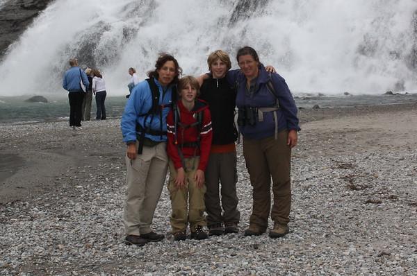 08 Linda & the Nirens in Alaska