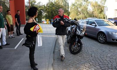 Jirka dorazil na motorce.