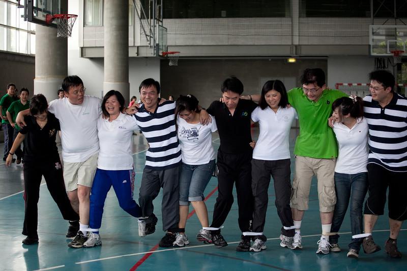2010 運動會~主管10人11腳競速賽