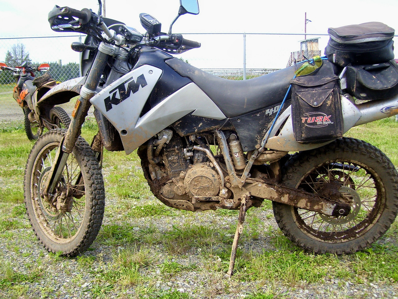 The Dual Sport KTM 400 LC4 was pressed into duty for Fred's reluctent KTM 450 EXC..
