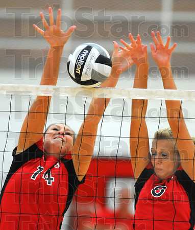 Defending: BravesKaitlin Pluta(14) andBrittney Pink(8)block against Bloomfield.