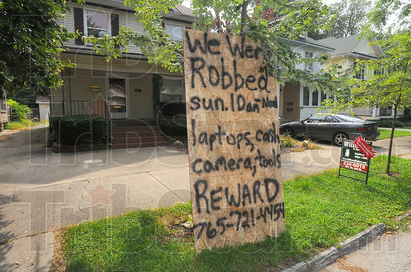 Alert: The residents of 1238 South 5th street have placed a handmade sign in their tree row alerting neighbors to a Sunday morning robbery.