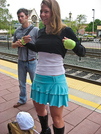 Susannah being sexy at the caltrain before Bay to Breakers. It was cold at first -- err, all day.