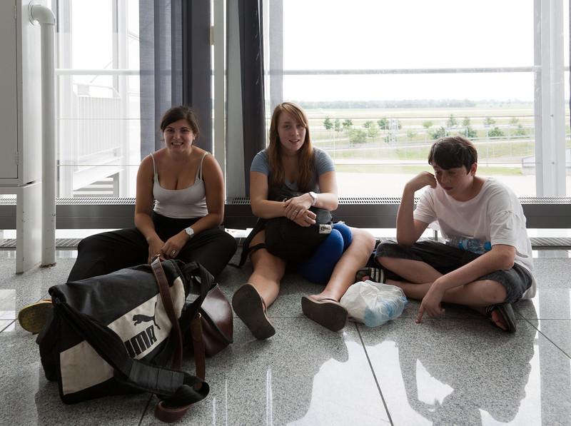 Rose, Isabel, and Benjamin at Munich airport