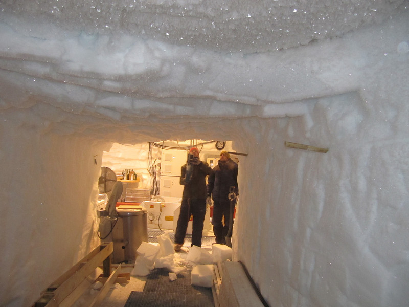 Extra room for keeping ice boxes is cut<br /> <br /> Photo: Thomas Blunier