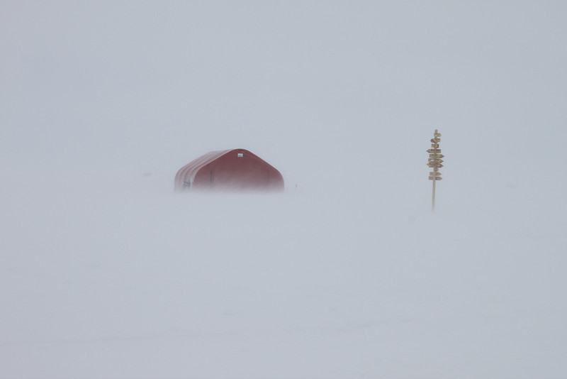 Drifting snow makes the horizon disappear<br /> <br /> Photo: Helle Astrid Kjær